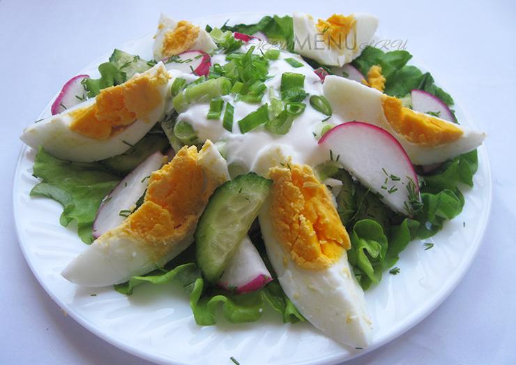 Салат с редиской, огурцом и яйцом