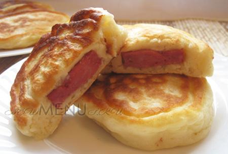 Как делать оладьи на кефире с колбасой — рецепт вкусных оладушек с начинкой