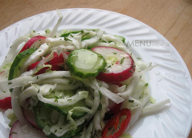 Весенний салат из пекинской капусты с огурцом