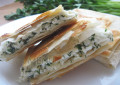 Рецепт конвертиков из лаваша на сковороде (начинка из сыра)