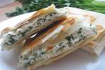 Лаваш с сыром и зеленью на сковороде